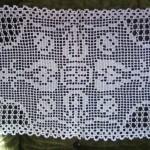 Ръчно плетена покривка за холна масичка или нощно шкафче