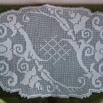 Ръчно плетена покривка за холна масичка