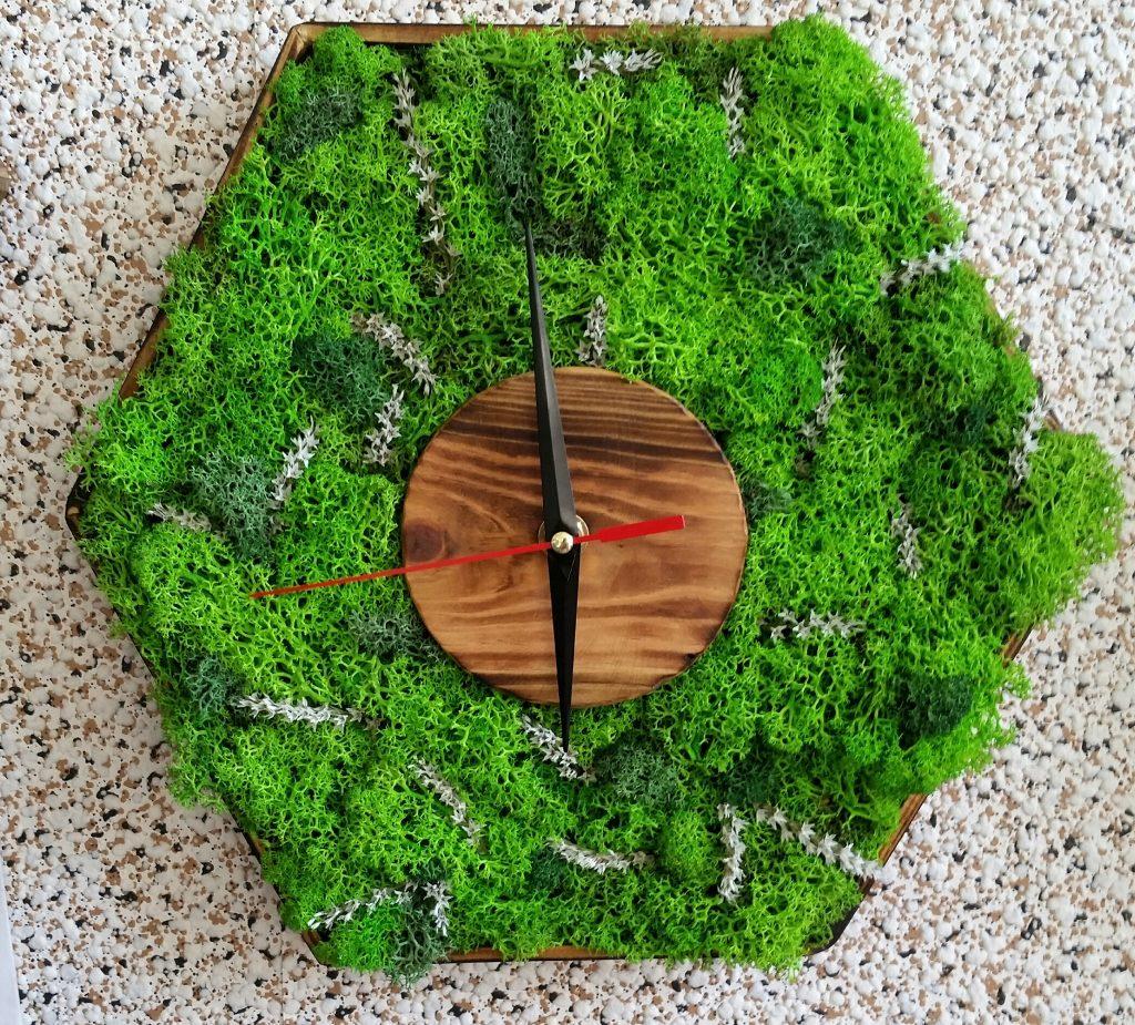 Стенен часовник със скандинавски мъх